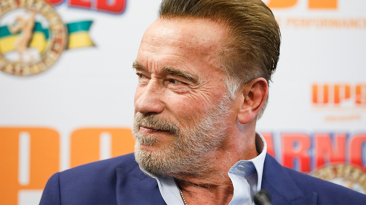Arnold Schwarzenegger's perfect response to being dropkicked