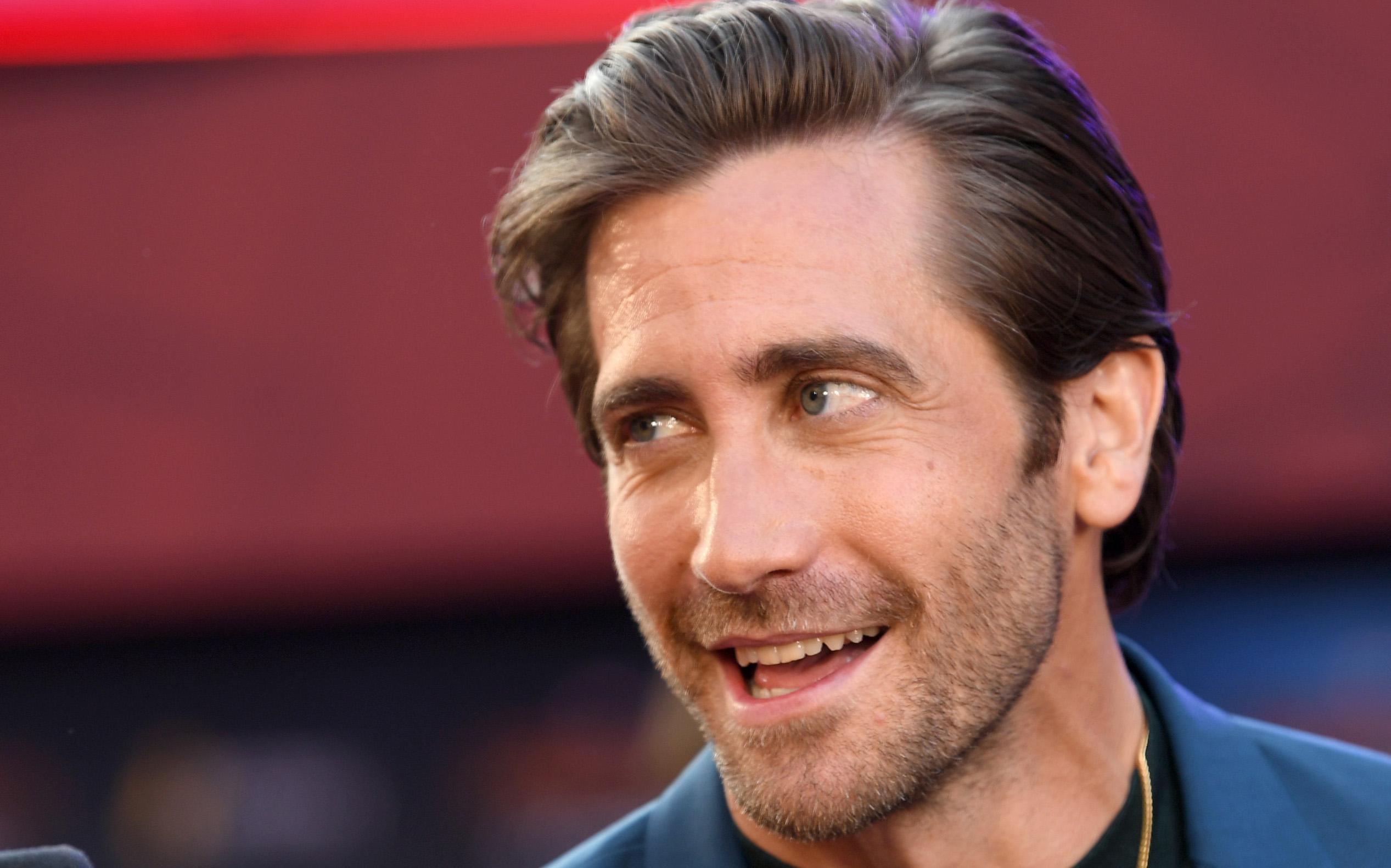 Jake Gyllenhaal, deodorant, grooming